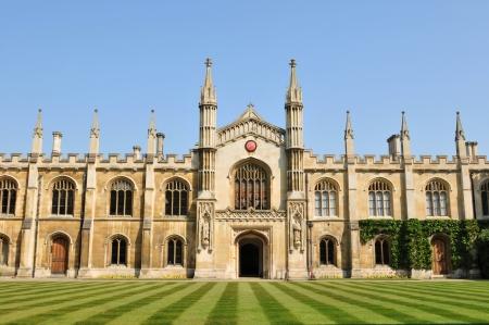 Cambridge, Reino Unido - 25 de abril de 2011: Hermosa arquitectura de la universidad de Cambridge, Inglaterra