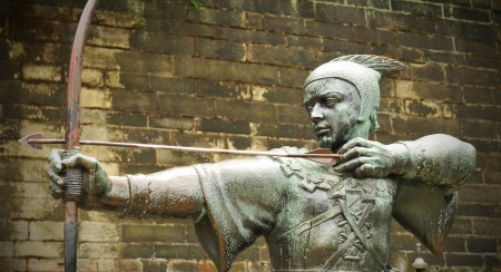 Nottingham, UK - 22 August, 2011: The famous Robin Hood statue in front of Nottingham castle  Publikacyjne