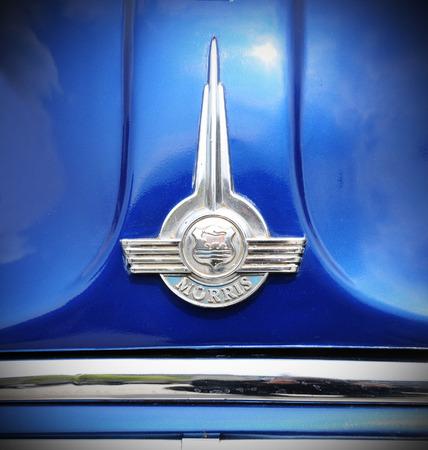 morris: NOTTINGHAM, Regno Unito - 29 aprile 2011: Primo piano di Morris auto d'epoca logo - un 1930 popolari veicoli commerciali britanniche prodotti da Morris Commercial Cars Ltd fondata da William Morris Editoriali