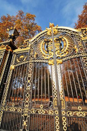 buckingham palace: LONDON, UK - NOVEMBER 18, 2011: Architectural detail of the Princess Diana gate at Buckingham Palace