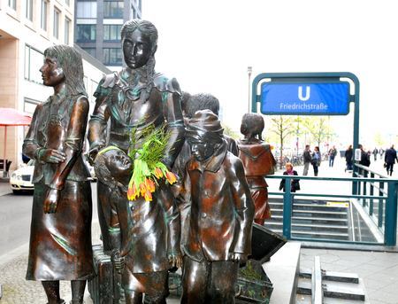 refugees: Architectural detail of the Kindertransport memorial statue