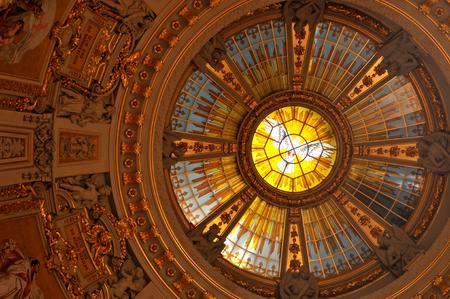 dom: Intérieur de la Cathédrale de Berlin en Allemagne