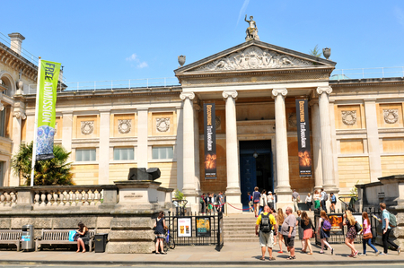 custodian: OXFORD, UK - JULY 9, 2014: Tourists visit the Ashmolean Museum of Art and Archaeology in Oxford, Oxfordshire, England.