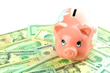 banco dinero: Concepto de los ahorros con la hucha en el dinero