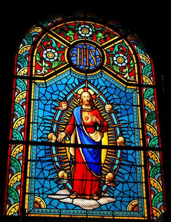 sacre coeur: Vitrail représentant Sacré-Coeur de Jésus dans l'église médiévale