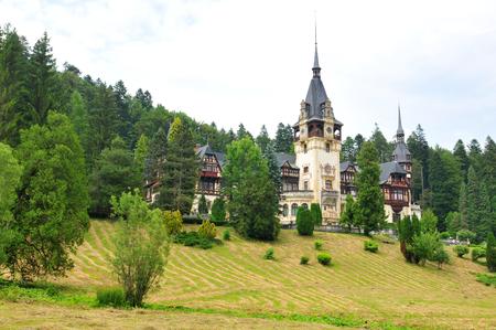 castello medievale: Paesaggio con il castello di Peles a Sinaia, Romania