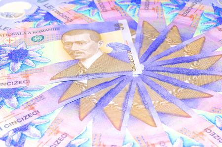 dinero falso: Moneda rumana bajo luz UV
