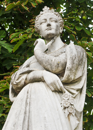 jardin de luxembourg: Architectural detail of the statue depicting Marguerite dAngouleme (also known as Marguerite de Navarre) in the Jardin du Luxembourg in Paris.