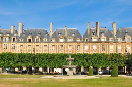 royale: Place des Vosges (Place Royale), major landmark in Paris, located in Marais district.