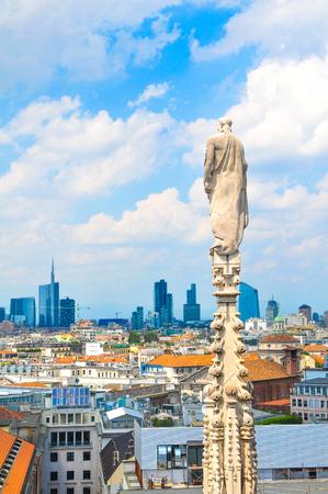 Luftaufnahme von Mailand, wie von der berühmten Kuppel von Mailand in Italien gesehen Standard-Bild - 82929039