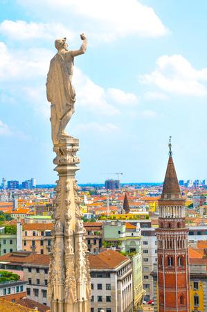 Luftaufnahme von Mailand, wie von der berühmten Kuppel von Mailand in Italien gesehen Standard-Bild - 82929191