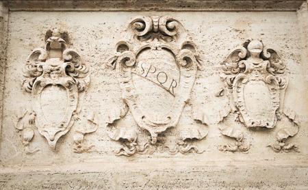 Detalle de basrelief antiguo en Roma, Italia