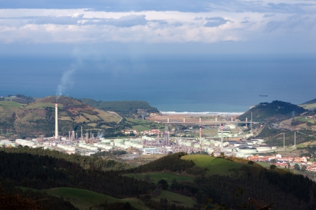 polluting: Petrochemical refinery with smoke polluting environment Stock Photo