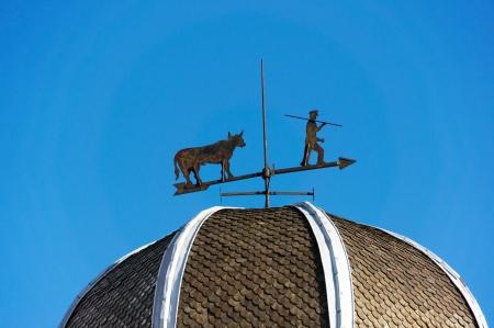 wiatrowskaz: wiatrowskaz z błękitnego nieba