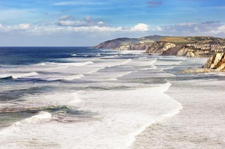 wzburzone morze: Kraj Basków linia brzegowa z wzburzonym morzu