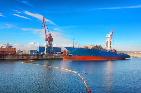 docked: barco atrac� en el puerto