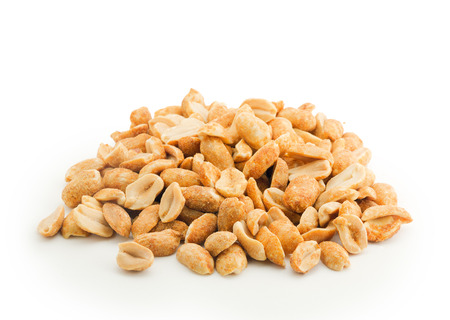heap of peanuts isolated on white backgroud Standard-Bild