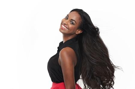 modelos negras: Sonriente niña india con el pelo soplando en el estudio Foto de archivo