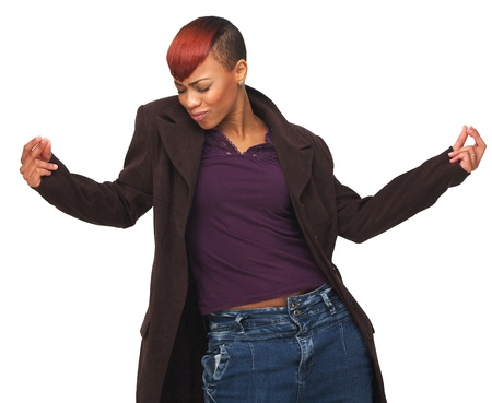 gente bailando: Retrato de una mujer afroamericana feliz disfrutando de la vida