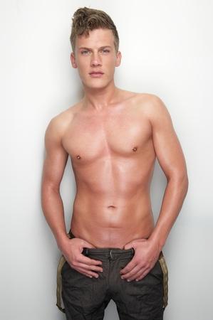 desnudo artistico: Retrato de un hombre sexy sin camisa