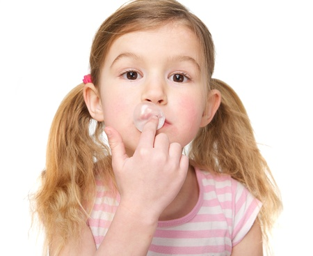 bubble gum: Portrait of a cute little girl chewing gum