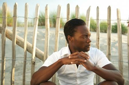 male fashion model: Retrato de un modelo de moda masculina sentada al aire libre