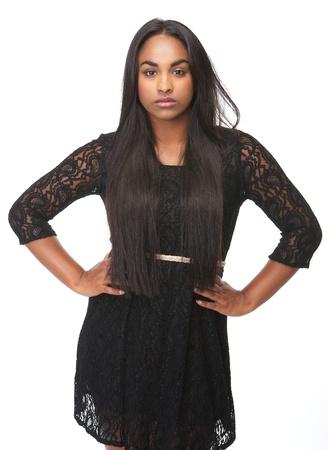 mannequin africain: Portrait d'une belle jeune femme avec une expression s�rieuse