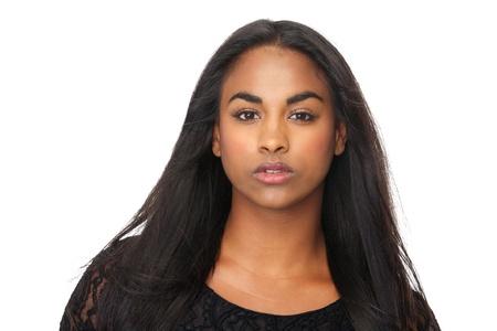 schwarze frau nackt: Closeup Portr�t der jungen Frau mit den sch�nen langen schwarzen Haaren