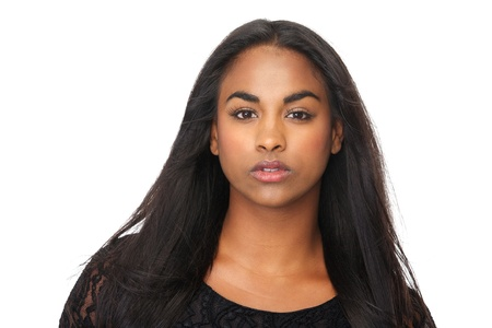 femme noire nue: Gros plan portrait de jeune femme avec de longs cheveux noirs Banque d'images