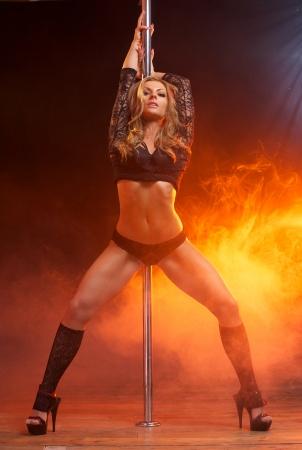 Full body portret van een mooie vrouwelijke danser