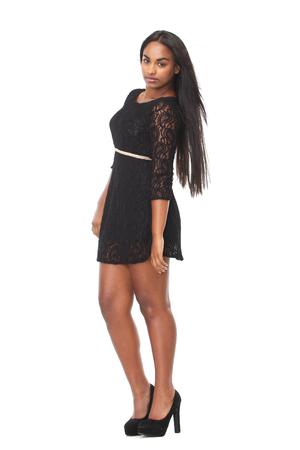 mujer cuerpo completo: Vista lateral de cuerpo completo retrato de una mujer joven y atractiva en el vestido negro Foto de archivo