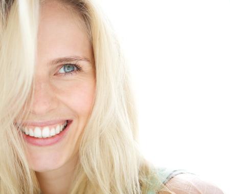 rubia ojos azules: Close up retrato de una mujer rubia sonriente