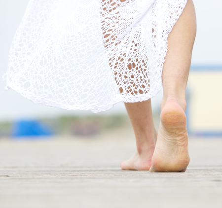 Close-up portret van een blote vrouw lopen weg Stockfoto - 28108002