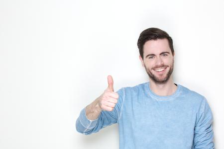 登録して親指でポーズをとって陽気な男の肖像 写真素材