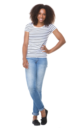 In voller Länge Porträt einer schönen African American Frau lächelnd auf weißem Hintergrund isoliert Standard-Bild - 30603194
