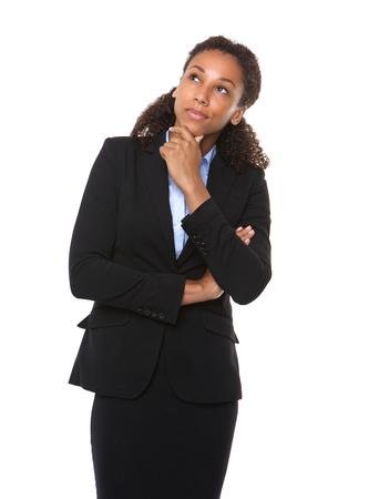 mujeres pensando: Retrato de una mujer de negocios serio pensar en fondo blanco aislado