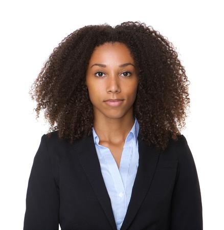 黒のビジネス女性が孤立した白い背景にポーズの肖像画を間近します。