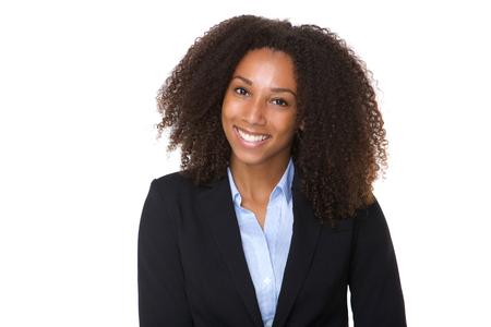 自信を持っているアフリカ系アメリカ人ビジネスの女性の肖像画を間近します。