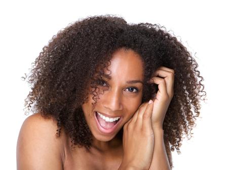modelos negras: Close up retrato de una bella mujer joven riendo en el fondo blanco aislado