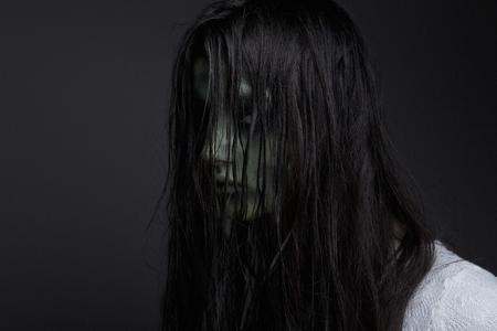 ダーク悪魔少女の肖像画を閉じる