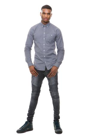 In voller Länge Porträt einer schönen African American Mann stand auf weißem Hintergrund isoliert Standard-Bild - 32795040