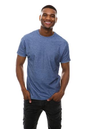 modelos hombres: Retrato de un individuo fresco sonriente sobre fondo blanco aislado