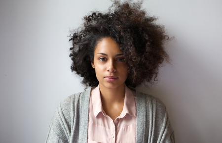 woman serious: Close up portrait of a beautiful young woman with afro hairstyle