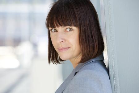 Close-up portret van een zelfverzekerde zakenvrouw met ernstige uitdrukking Stockfoto
