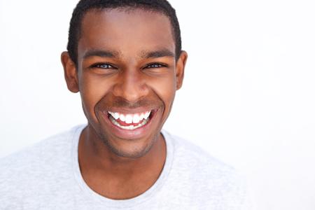Close up retrato de un hombre afroamericano adolescente sonriente Foto de archivo - 42920171