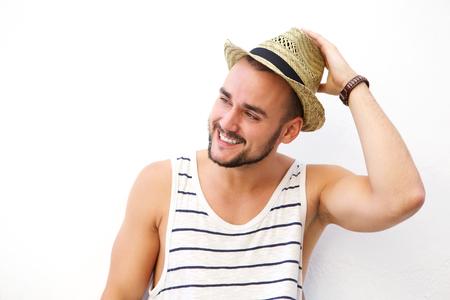 hombre con sombrero: Cerca de retrato de un joven feliz con la barba que sonríe con el sombrero Foto de archivo