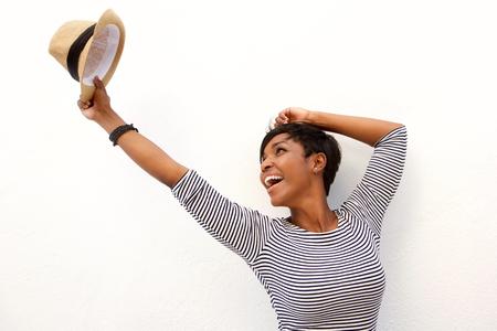 kapelusze: Portret zabawy African American Girl doping z podniesionymi rękami
