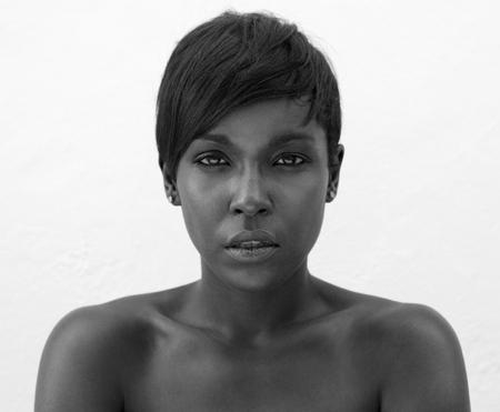 Close up portrait noir et blanc d'une élégante femme afro-américaine Banque d'images - 44418846
