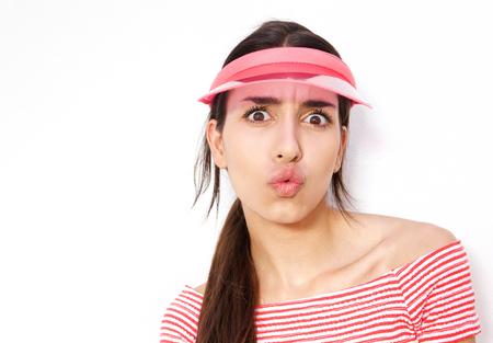 beso labios: Cerca de retrato de una chica con el casquillo miedo de dar un beso Foto de archivo