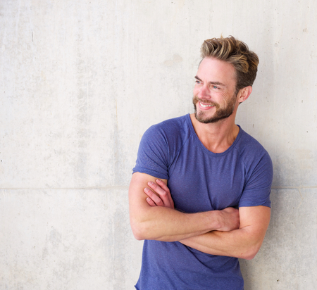 healthy men: Portrait of a smiling confident guy with beard posing with arms crossed